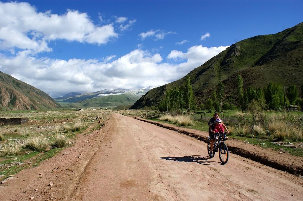 Fietstocht rond het Issyk Kul meer - Kyrgyzstan - Atma Asia Travel